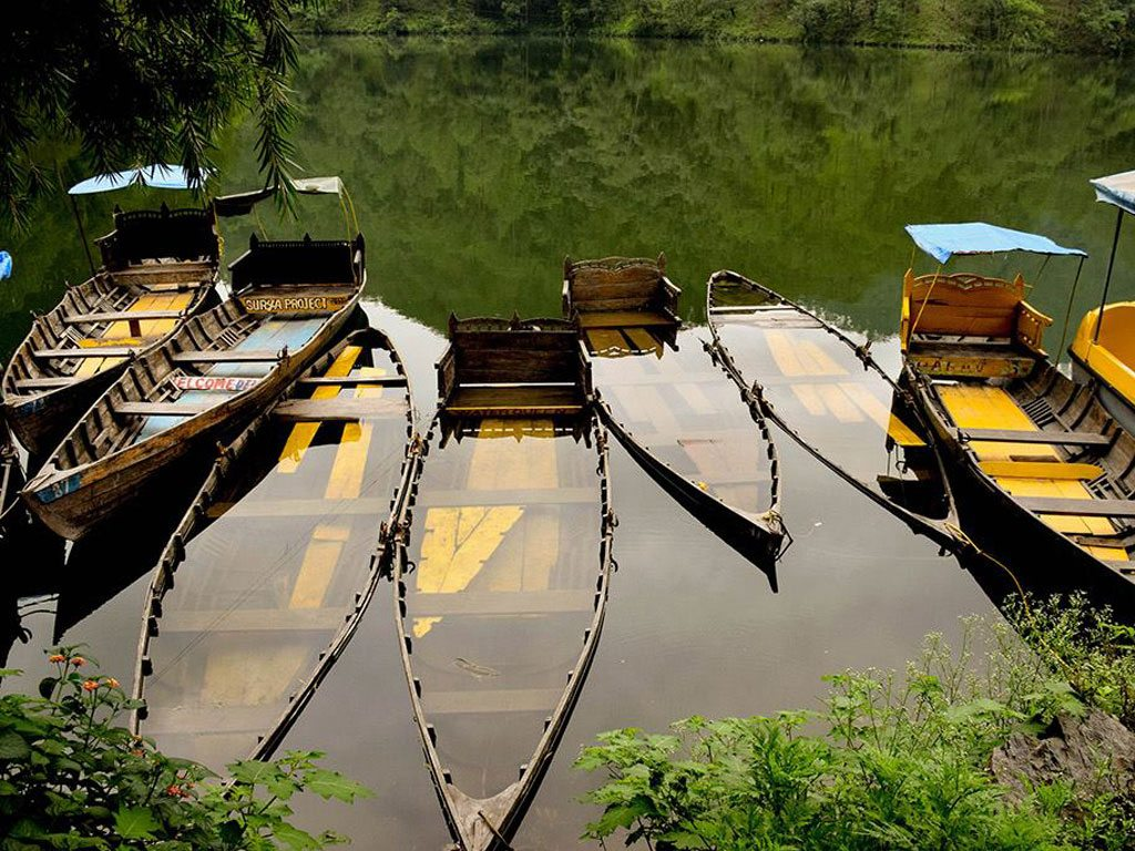 water in boats, Photo by Rajdeep Singh