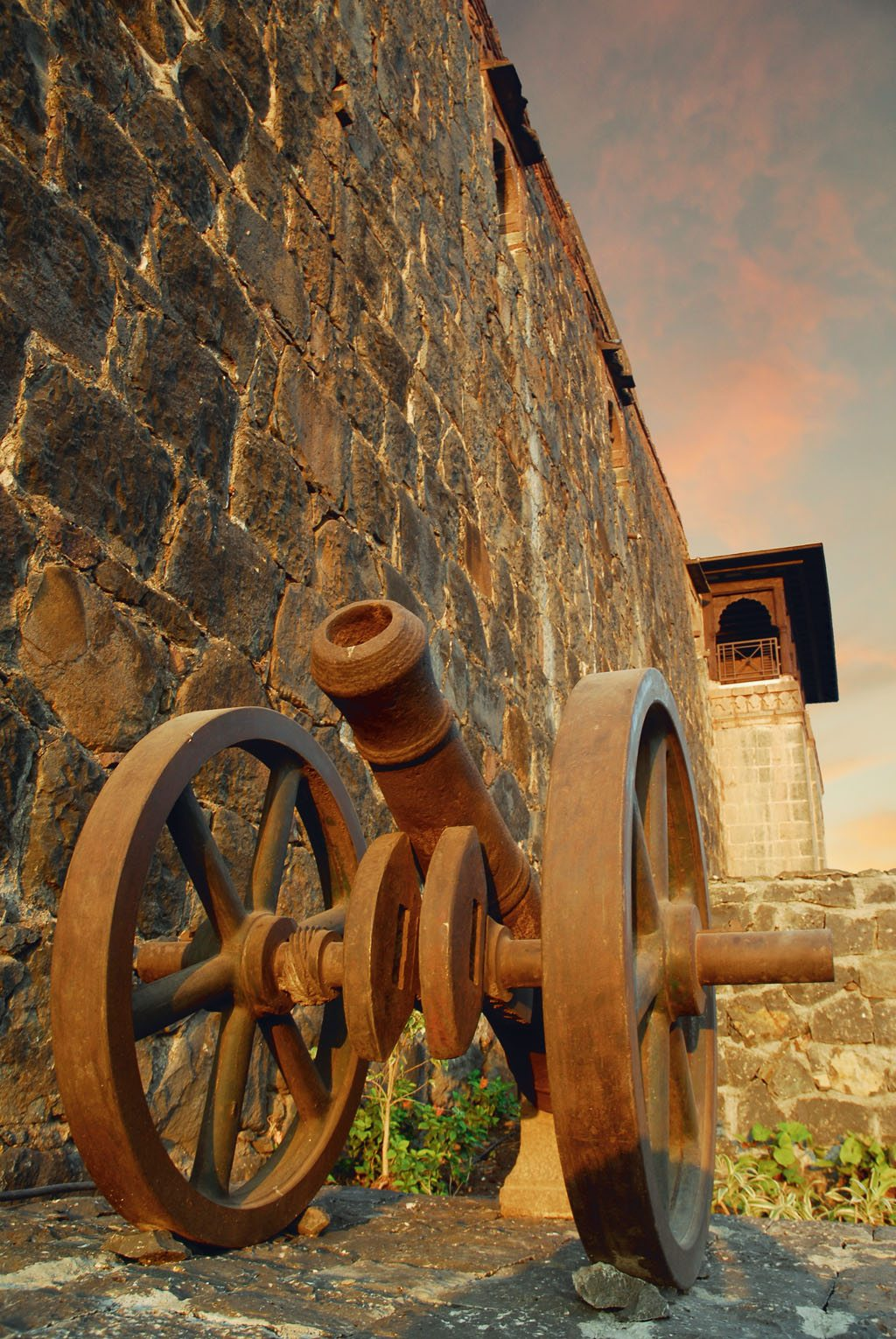 Fort Jadhavgarh hosts a rusty but well-maintained cannon. Photo courtesy Fort Jadhavgadh