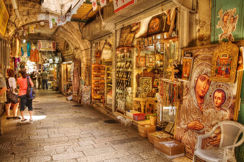 While shopping, it's okay to haggle if bargaining is the norm. Photo: Israel_Photo_Gallery/Flickr/Creative Commons (http://bit.ly/1jxQJMa)