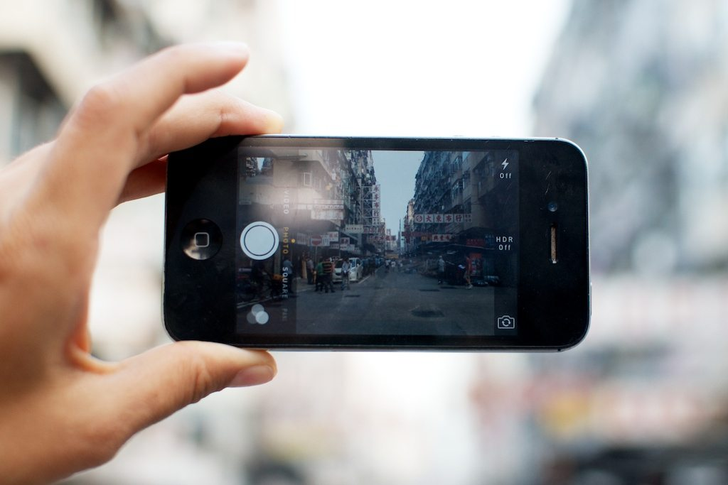 A smartphone comes in handy to take pictures of what you want to remember. Photo: Geneva Vanderzeil/Flickr/Creative Commons (http://bit.ly/1jxQJMa)