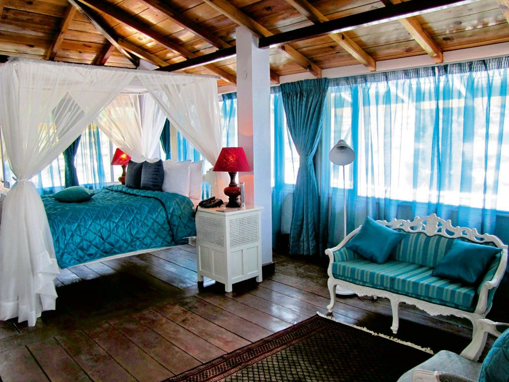 Short breaks 4 getaways for the long weekend nat geo for Short four poster bed