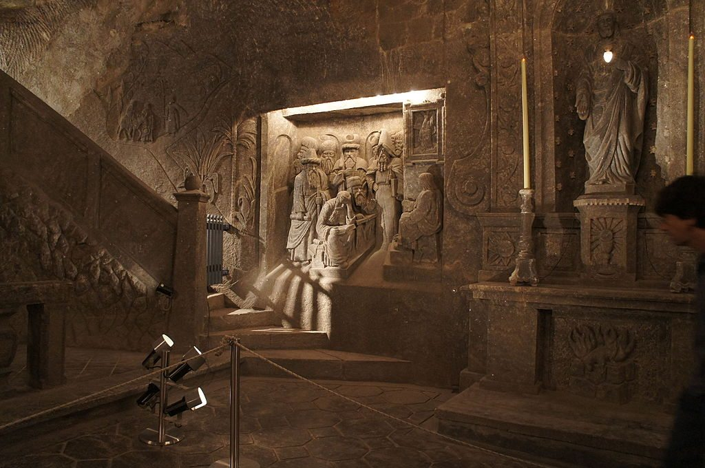 Detailed murals, many with a Christian theme, dot the walls of the salt mines. Photo: Superchilum/Wikimedia Commons/(http://bit.ly/1jxQJMa)
