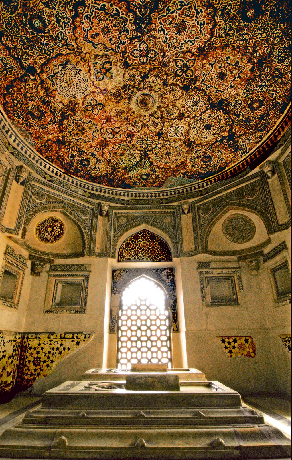 The tomb and mosque of Jamali-Kamali is one of the best examples of Indo-Islamic architecture in the Meharuli Archaeological Park. It incorporates a multitude of styles including Islamic inscriptions, Rajasthani jharokhas (balconies) as well as a Star of David. Photo: Poonamparihar.com/Moment Open/Getty Images