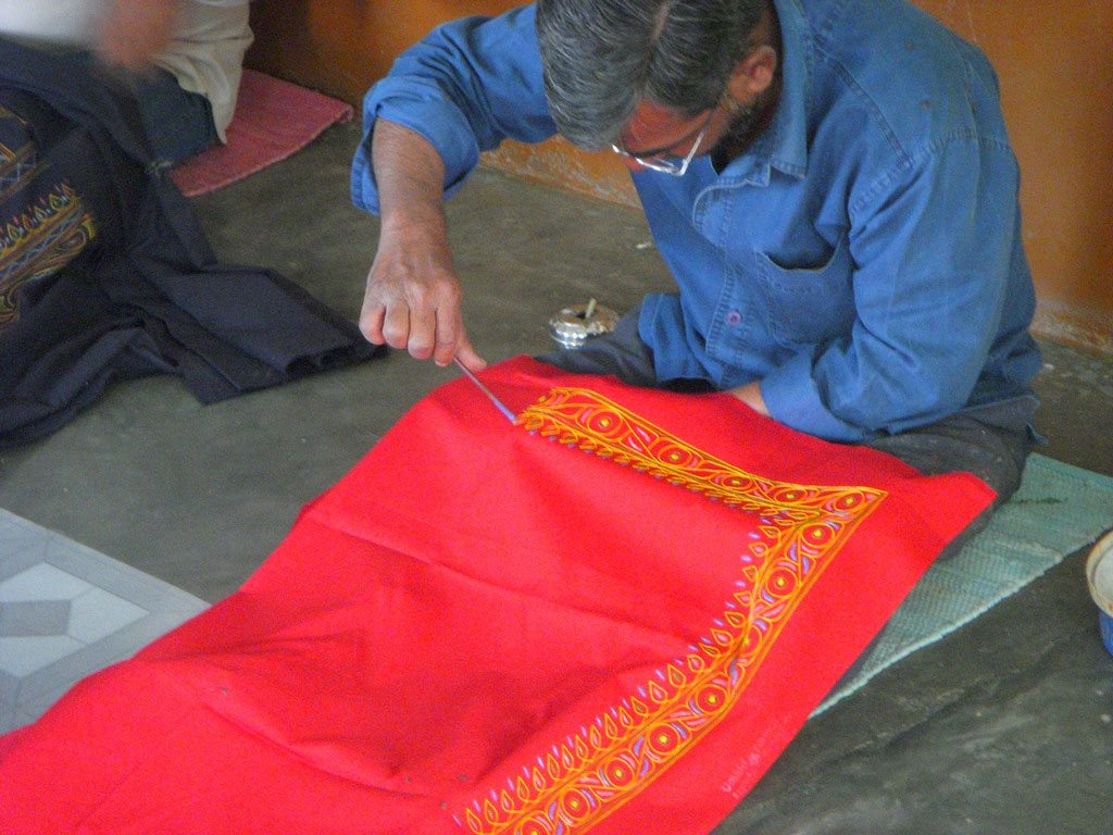 The unique art form involves free-form painting with a quill and the sticky pigment called rogan on textile. Photo: Rick Bradley/ Flickr/ Creative Commons (http://bit.ly/1jxQJMa)