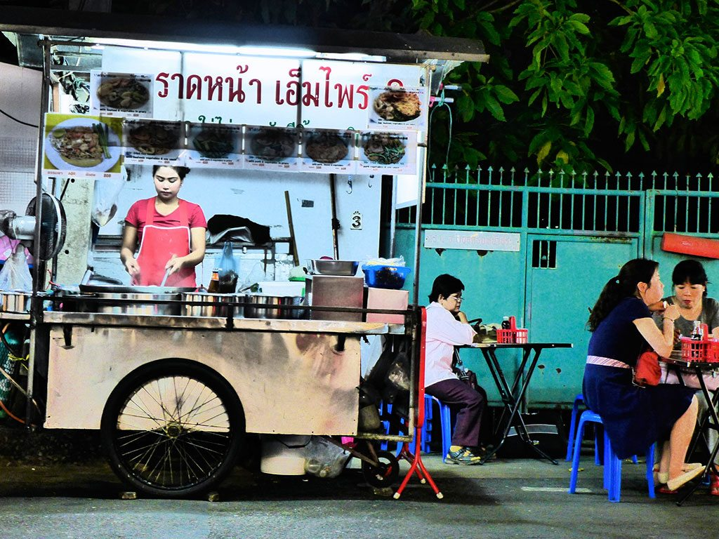 The neighbourhood of Soi 38 in Bangkok is beloved by the locals—and revellers on Sukhumvit Road—for dishing out Thai street food from sunset until early morning. Photo: Madeleine Deaton/Flickr/Creative Commons (http://bit.ly/1jxQJMa)