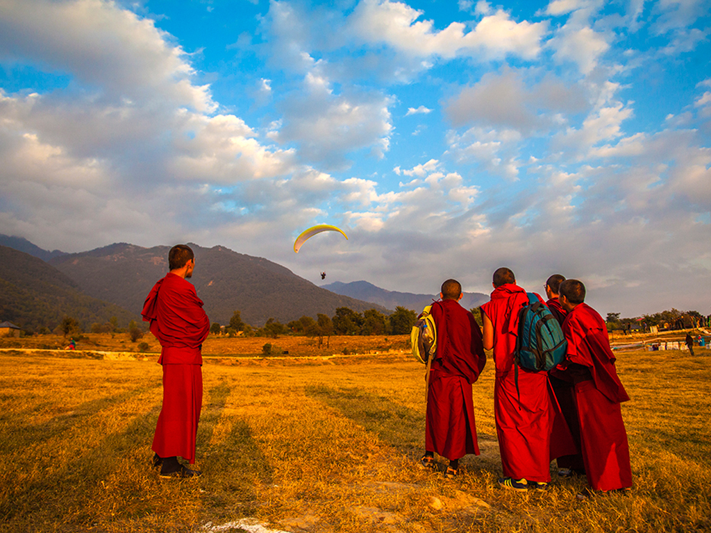 monks in bir, photo by Rajiv Srivastava