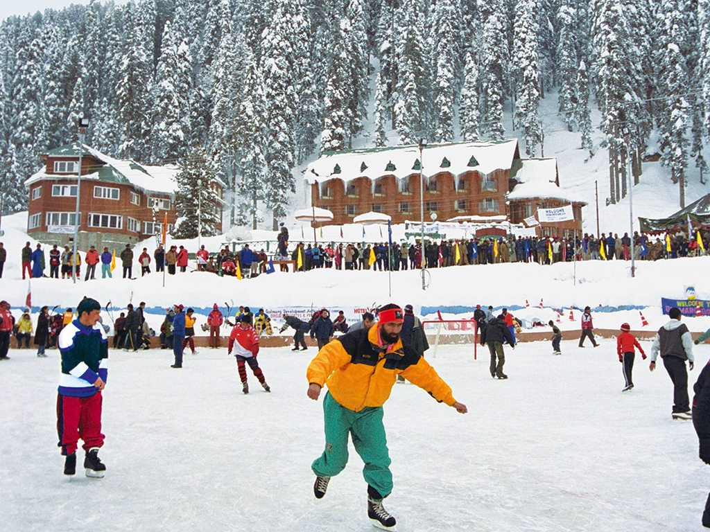 Winter Getaways: Where to go Skiing, Skating & Sledging In India