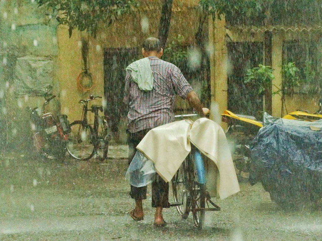 The monsoon has arrived in all it's glory, and not everyone can find shelter from the storm. This picture was clicked in Mumbai.