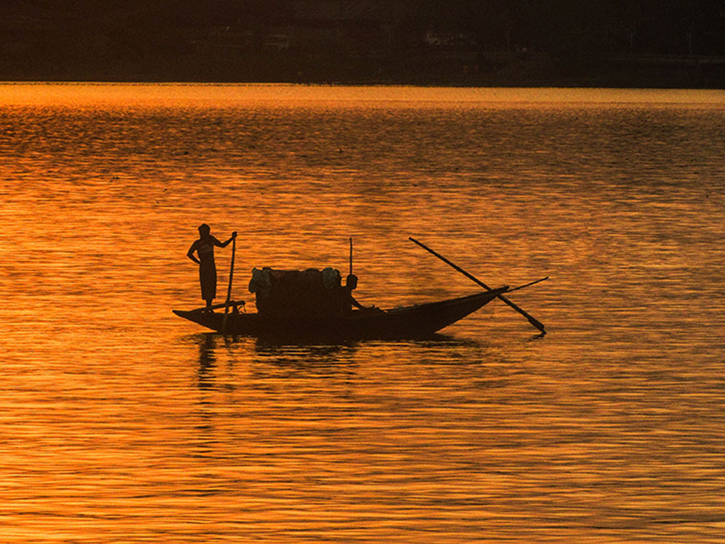 A beautiful sunset, a lone boatman and his silhouette - the recipe for a Daily Shot! This one was clicked at Princep Ghat, Kolkata.