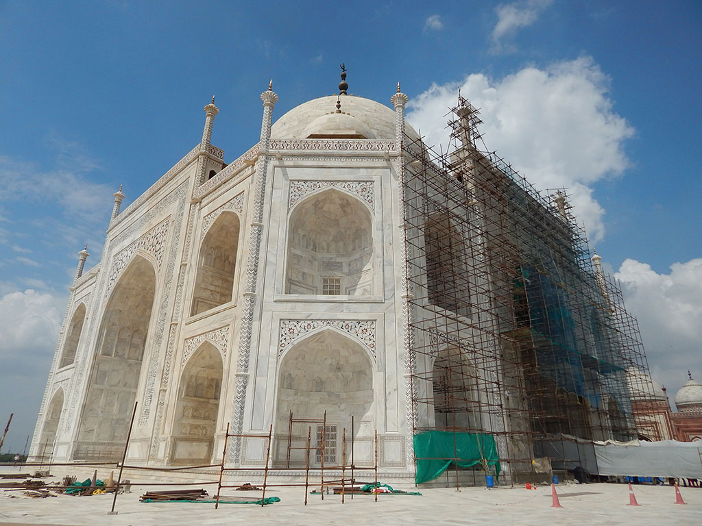 The Taj Mahal is even more beautiful, when you take a closer look at the minutiae.