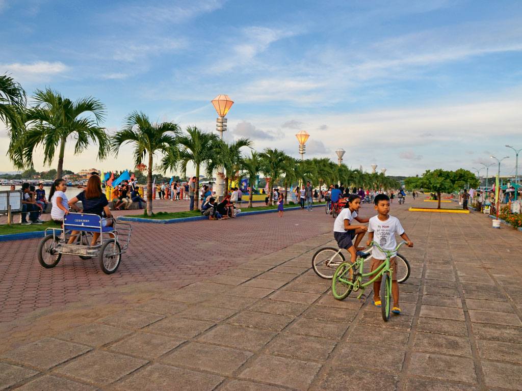 Puerto Princesa's City Baywalk Park