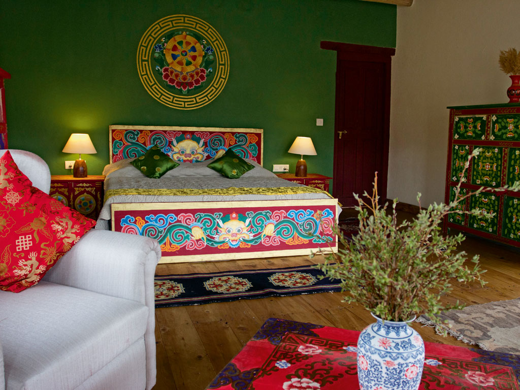 Cosy rooms are done up using traditional Tibetan and Ladakhi furniture. Photo Courtesy: Kaya Dorje