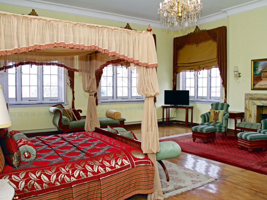 The Lalit Grand Palace's Maharaja suite.