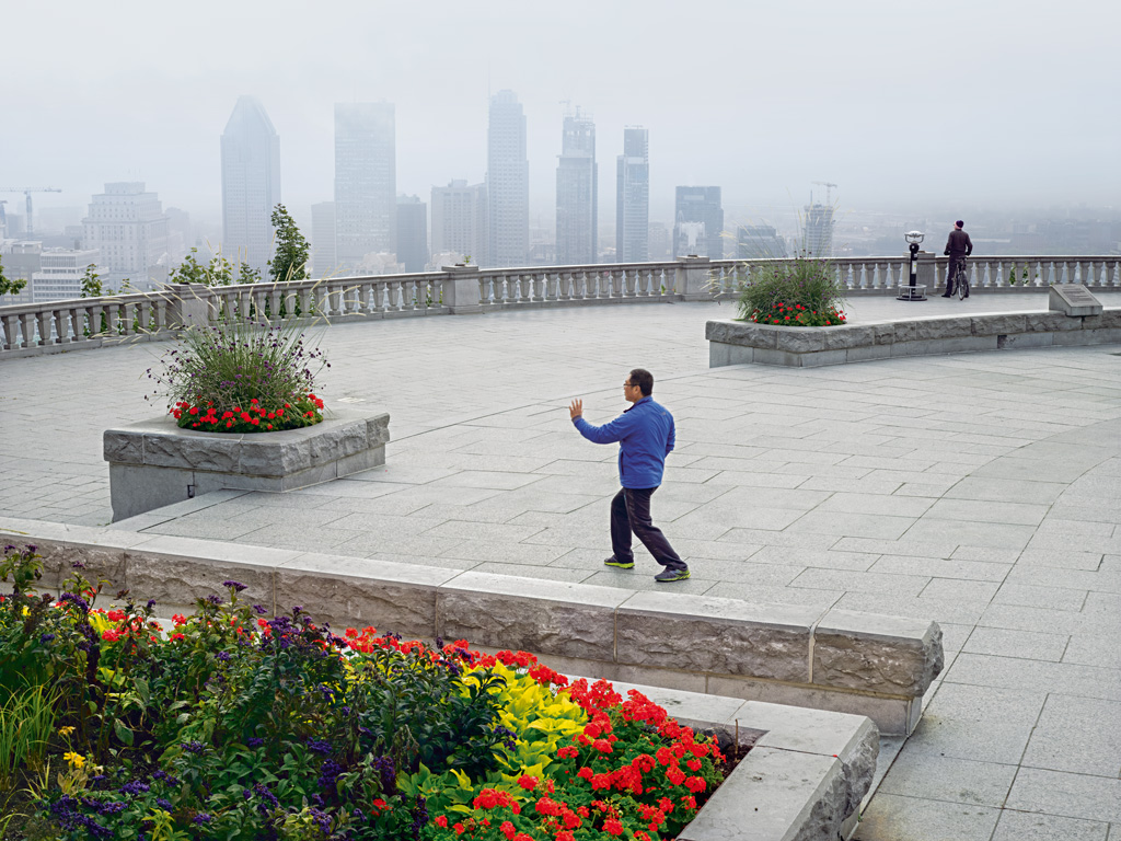 Misty morning tai chi at the Parc du Mont-Royal. Photo by: Simon Roberts